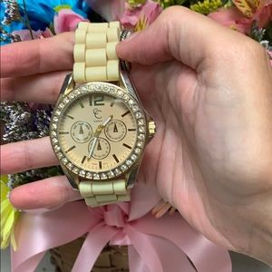 Jewelry - Cute watch with just a little bling 💎